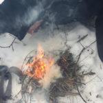 Feuer machen auf kalten oder beschneiten Untergrund - Survival Kurs